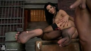 Shalina Devine let a hottie guy cum of her feet